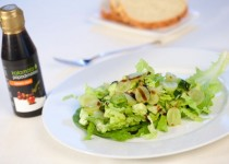7.Salát z hroznového vína s Klasickým balzamikovým krémem Kalamáta (salata me stafili ke balsamiko)